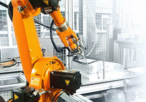 injection-molding-machine-tending-robot2